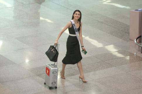 Le Hang xach tui 300 trieu toa sang tai san bay khi ve nuoc