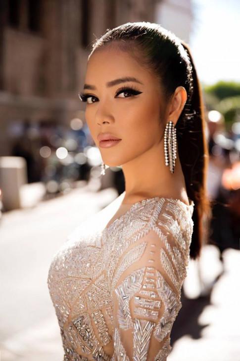 LHP Cannes 2017: Lý Nhã Kỳ làm tê liệt mọi ánh nhìn khi hóa Nữ hoàng Cleopatra