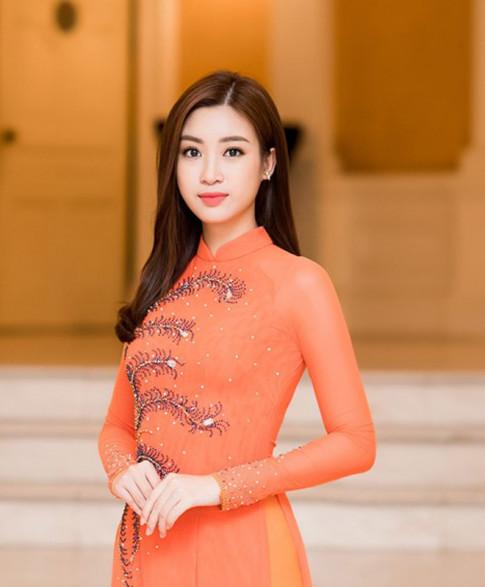 Minh chứng cho thấy Hoa hậu Đỗ Mỹ Linh cứ mặc áo dài là đẹp bất chấp