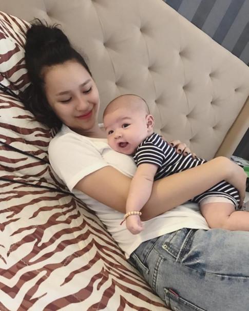 Mới sinh con 8 tháng, cô ấy khiến tất cả phát ghen với bụng phẳng lỳ, body hoàn hảo