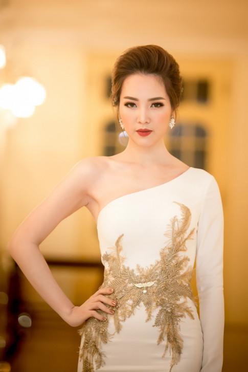 Thời trang sao đẹp tuần: Nữ hoàng sắc đẹp Ngọc Duyên tái xuất khiến fan thẫn thờ