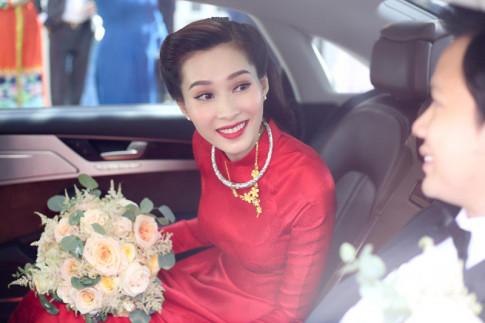 Thu Thảo đơn giản với áo dài đỏ nhưng vẫn xứng là cô dâu đẹp nhất hôm nay!