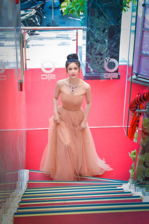 Trương Quỳnh Anh xinh đẹp kiều diễm với bộ trang sức tiền tỷ
