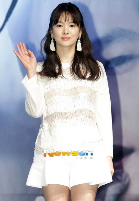 Tuong gian di nhung that ra Song Hye Kyo cung choi hang hieu cuc dinh