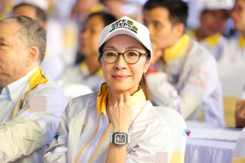 55 tuoi roi ma Duong Tu Quynh van dep thach thuc thoi gian nhu the nay day!