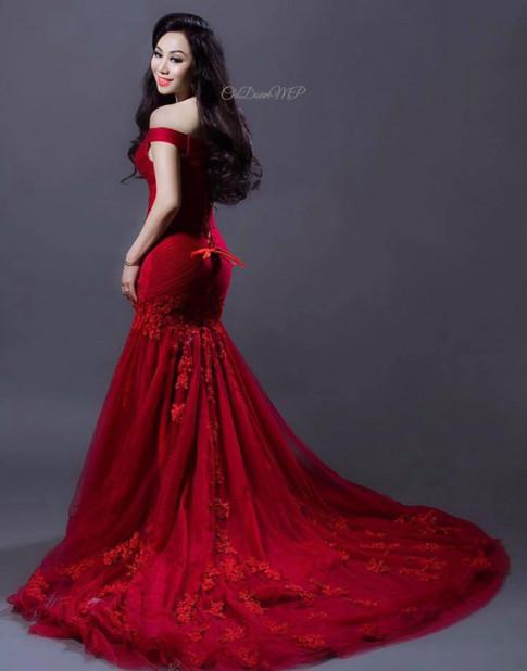 Hoa hậu Doanh nhân Chi Đoàn khoe dáng quyến rũ, kiêu sa với đầm dạ hội