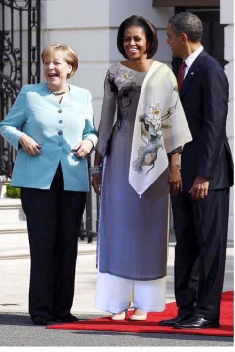 Ảnh vợ TT Obama mặc áo dài Việt xứng đáng là ảnh ghép thời trang hot nhất 2016