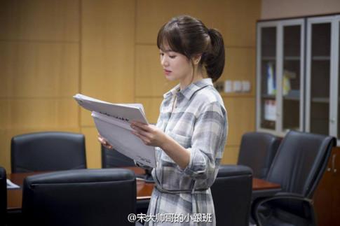 Bóc giá váy áo Song Hye Kyo trong Hậu duệ mặt trời