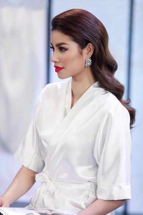 Dot nhap hau truong moi thay Pham Huong, Mau Thuy va Minh Tu dep bat phan thang bai