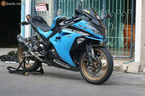 Kawasaki Ninja 300 cuc chat trong sac xanh day noi bat