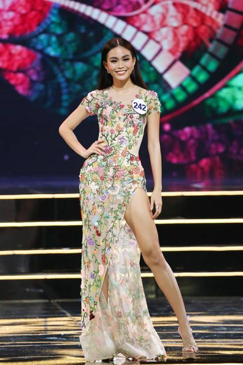 Mâu Thuỷ - Hoàng Thuỳ dắt tay nhau vào Chung kết Hoa hậu Hoàn vũ Việt Nam 2017