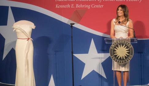 Phu nhân Tổng thống Donald Trump hạnh phúc khi váy được trưng bày tại Bảo tàng