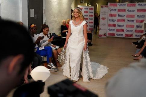 Váy cưới làm từ giấy vệ sinh gây sửng sốt vì quá đẹp quá sang