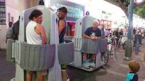 Australia lắp WC lộ thiên nhằm ngăn khách say 'làm bậy'