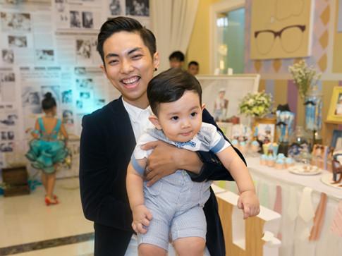 Chưa đầy 2 tuổi, con trai Khánh Thi - Phan Hiển đã đẹp như soái ca khiến ai nhìn cũng mê