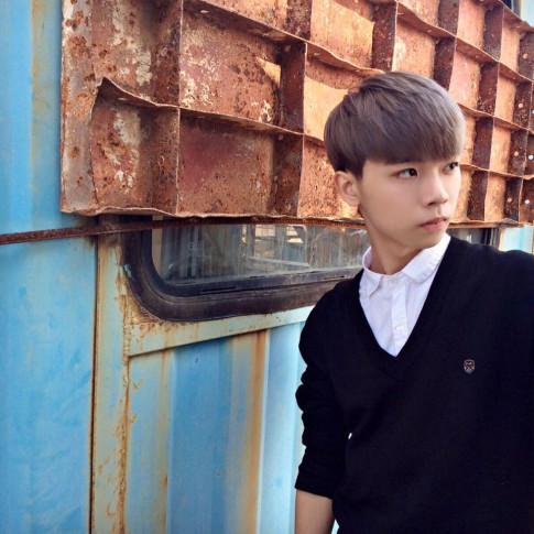 """Diễn viên 9X trong """"Lớp học tha thu"""" khiến nhiều người lầm tưởng trai Hàn"""