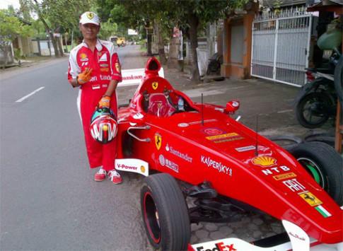 Fan xe đua tự chế siêu xe F1 dạo phố