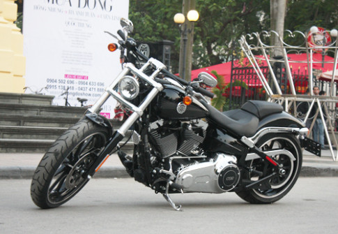 Harley-Davidson Breakout 2014 - ky si bong dem giua Ha thanh