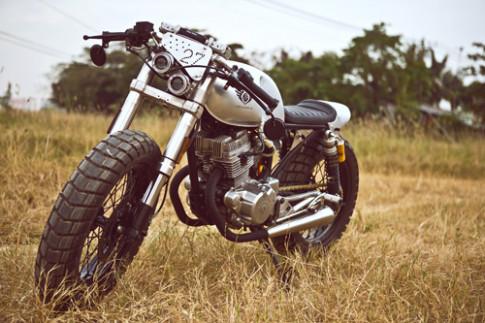 Honda CB125T voi 'doi mat thien than' cua tho Viet Nam