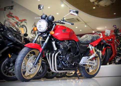 Honda CB400 - nakedbike an khach