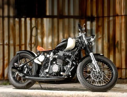 Honda CB750 do 'hac bach cong tu'