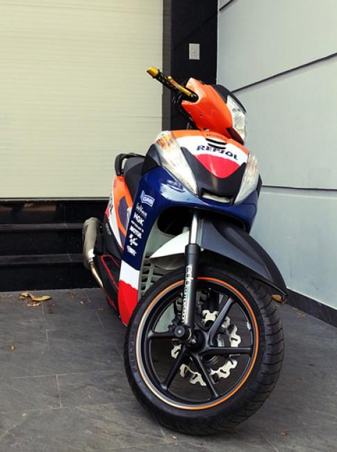 Honda SH300i bien thanh phien ban Repsol