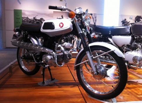Honda SS50 1967 nguyen ban tren dat Nhat