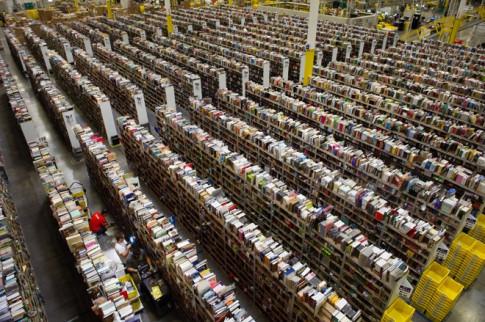 Nguoi giau nhat the gioi Jeff Bezos bi yeu cau... phe truat tai cuoc hop co dong Amazon