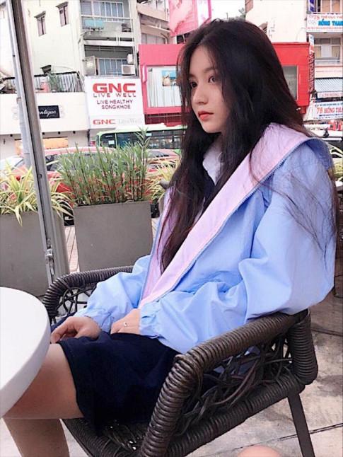 Ơn giời! Nữ sinh hot nhất trường Nguyễn Chí Thanh đây rồi!