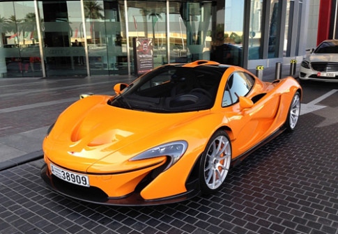 Sieu xe McLaren P1 ruc ro o Dubai