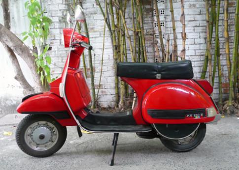Vespa PX150 khoe dang o Cam Ranh