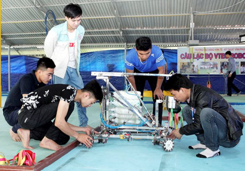 Vĩnh Phúc: Các thí sinh căng như dây đàn bước vào chung kết robocon 2018