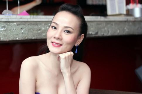 """Duong Yen Ngoc """"dep khong tuoi"""" nho cang da mat"""