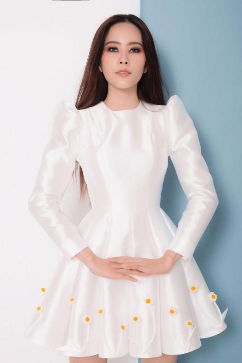 Hậu scandals tình ái, Nam Em trở lại xinh đẹp ngọt ngào với loạt váy ấn tượng