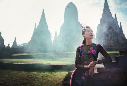 Khong phai Do My Linh, Thuy Dung moi la nang Hoa hau cham chi dien ao dai nhat