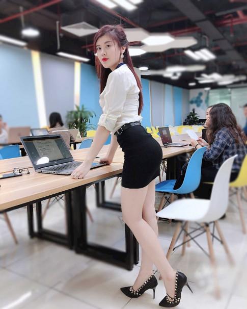 Nu Luat su xinh dep, nong bong Ha Thanh so huu ca tram ngan luot followers FB