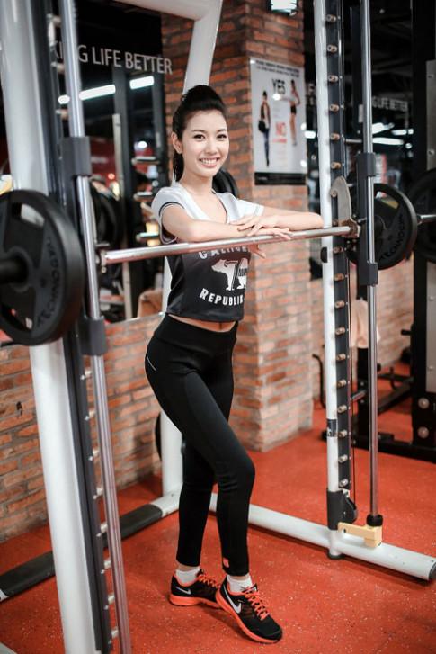 Thuy Van do mo hoi soi nuoc mat de co than hinh hoan hao