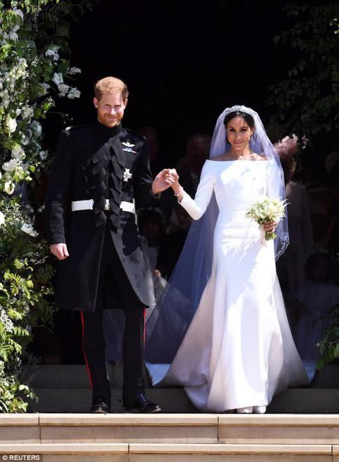 Váy cưới công nương Meghan đã có phiên bản giá chỉ 700 nghìn!