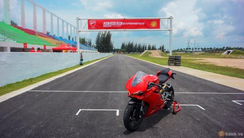 Tuyet pham thuong mai Ducati 959 Panigale gao thet trong ngay hoi Trackday cua Ducati Viet Nam