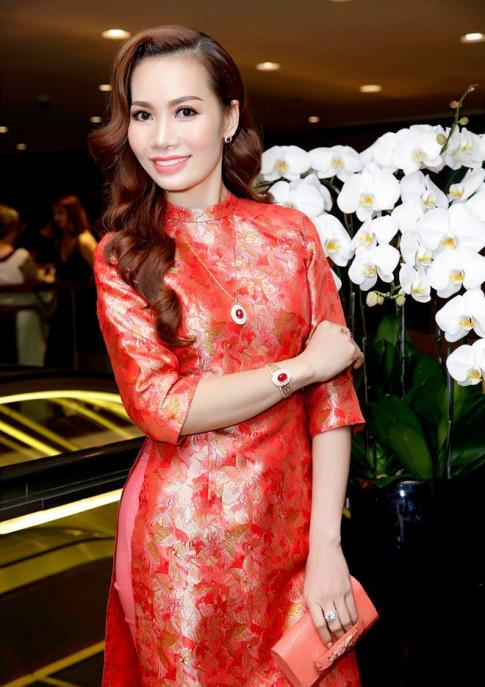 A hau 2 Ms Universe Business 2018 tai ngo dien vien Tran Bao Son tai su kien