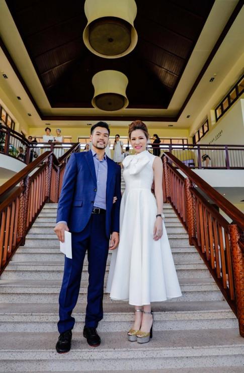 Hoa hậu Bùi Thị Hà lộng lẫy cùng bạn trai dự show thời trang đẳng cấp