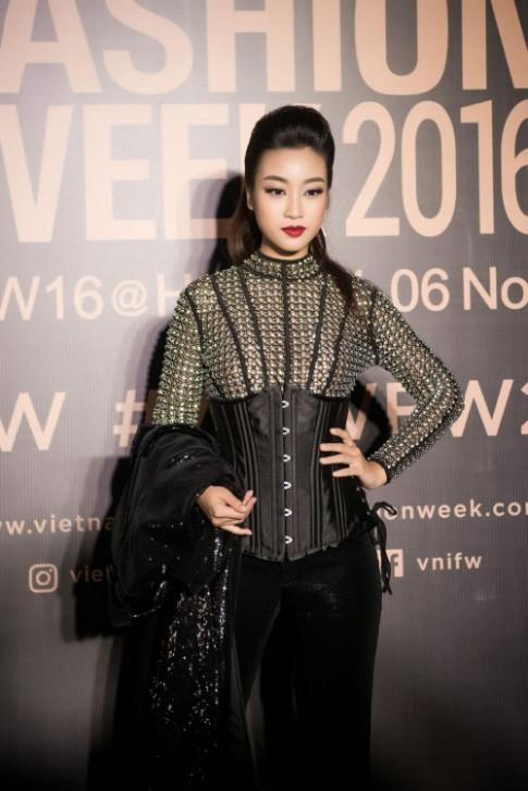 Hoa hậu Mỹ Linh, Á hậu Thanh Tú đẹp lạ, lấn át dàn sao khủng