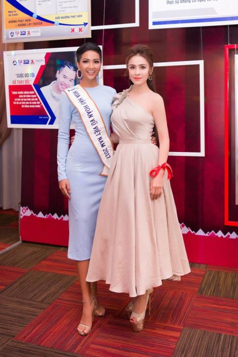 Hoa hậu Thư Dung cùng H'Hen Niê chung tay vì cộng đồng