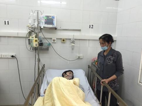 Một nữ bệnh nhân bị biến chứng do thủy đậu, đang trong tình trạng nguy kịch