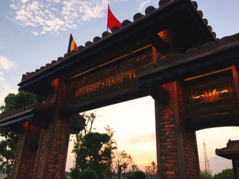 """Thanh Minh Tu - """"not tram xao xuyen"""" o giua Phan Thiet"""