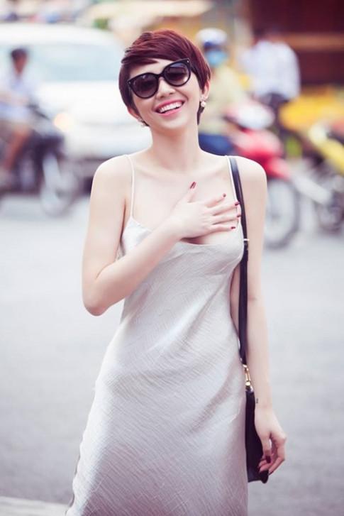 Toc Tien mac vay ngu goi cam het muc xuong pho