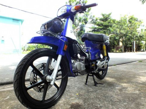 Honda Dream Thai lot xac