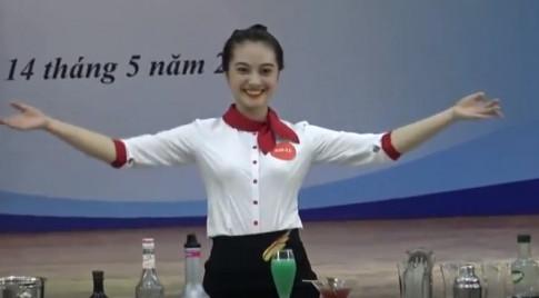 """Nu sinh Ha Long xinh dep, lam """"nao loan"""" khan gia"""