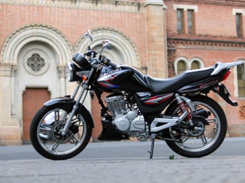 Suzuki EN-150A - nakedbike hang nho cho Viet Nam