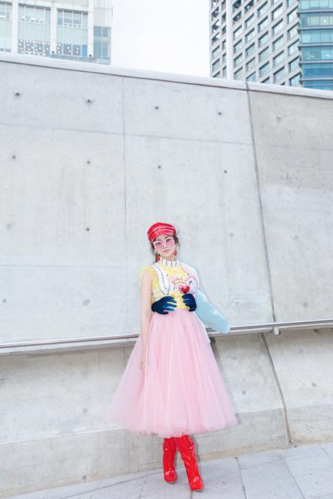 Thien Nga The Face xuat hien long lay, day mau sac tai Seoul Fashion Week, duoc xuong danh tren Instagram cua Vogue